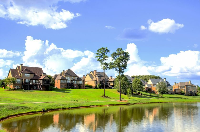 Estate homes on pond lake