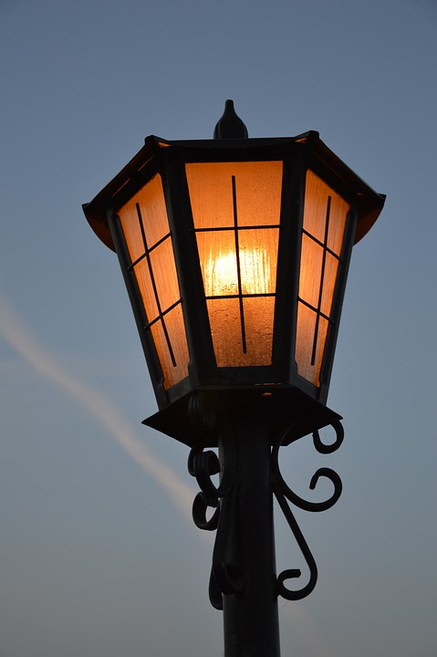 Street-lamp-light