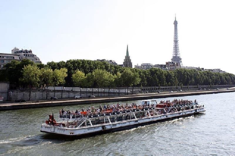 Bateaux Mouches Seine cruise river Paris France