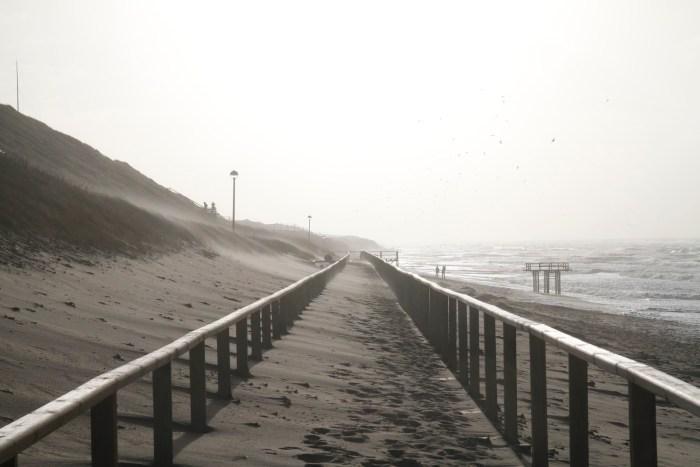 Promenande Westerland bei Sturm