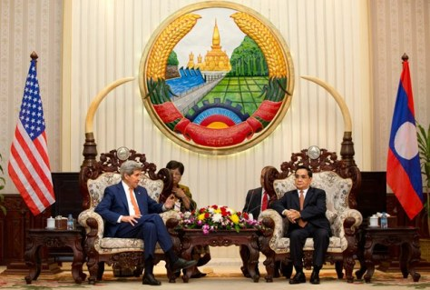 US Secretary of State John Kerry (L) meets with Lao Prime Minister Thongsing Thammavong at the Prime Minister's Office in Vientiane, Jan. 25, 2016. Photo Credit/Source: AFP