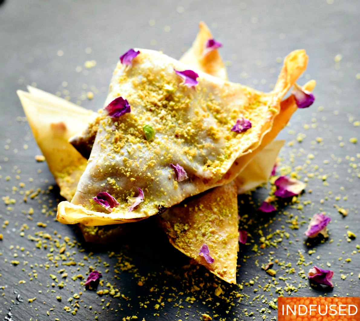 Air fryer Banana Halwa Wontons- luscious in the center and crispy at the edges! Yum!