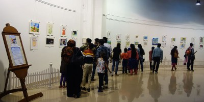 Enthusiastic visitors at Khula Aasmaan art exhibition at Mumbai - October 2017
