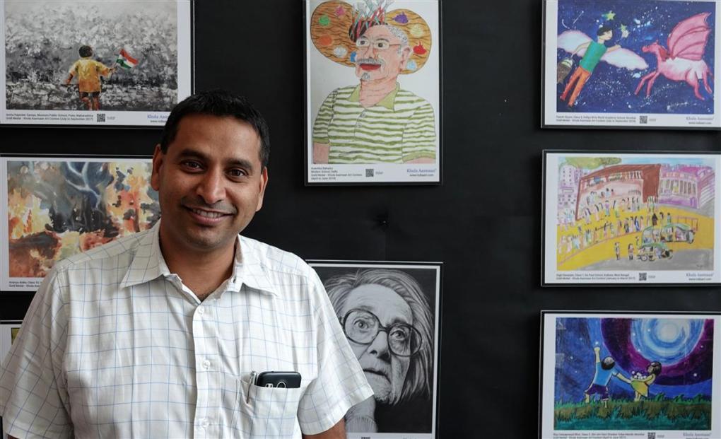 Harinath Chakrapani at Khula Aasmaan art exhibition of medal winning artworks