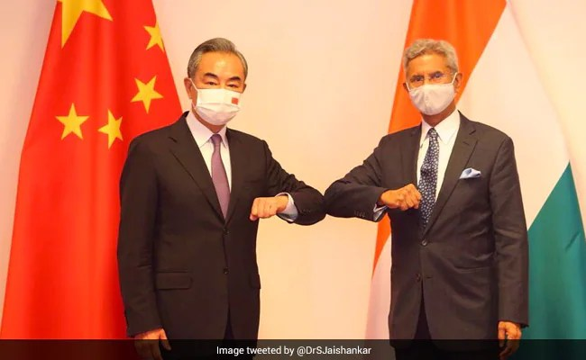 Foreign Minister Meets Chinese Counterpart, Discusses Issues Along LAC