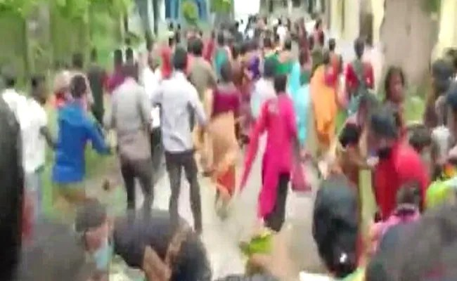 Hundreds Rush To Vaccination Centre In Bengal, 20 Injured In Stampede