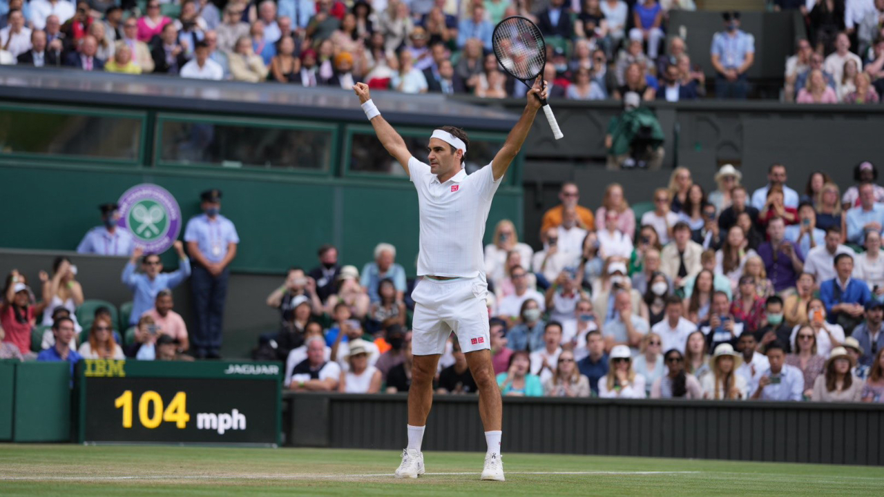 Wimbledon: Roger Federer Enters Fourth Round for 18th Time