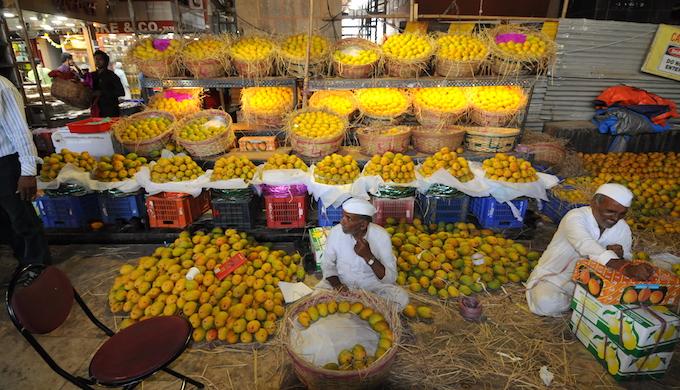 Mango sellers in Crawford Market of Mumbai. (Photo by Sopan Joshi)