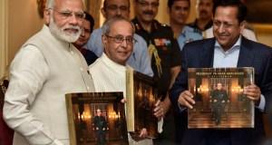 "Prime Minister Narendra Modi releasing the photo book titled ""President Pranab Mukherjee - A Statesman"" and presenting first copy to the President, Mr Pranab Mukherjee, at Rashtrapati Bhawan, in New Delhi on July 02, 2017.(PIB)"