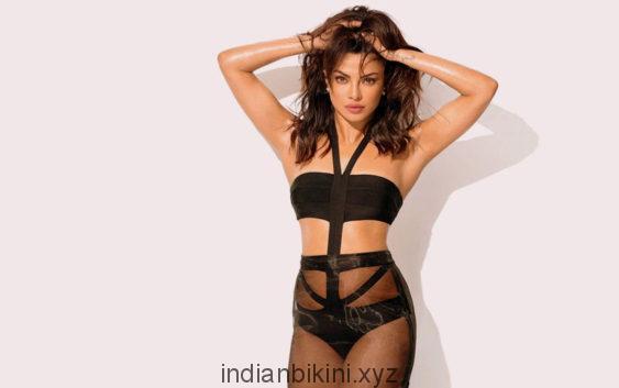 Priyanka-Chopra-Hot-Bold-Bikini-Photoshoot-Pics-563x353