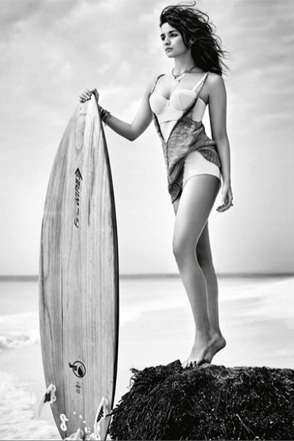 alia-bhatt-in-a-monochromatic-pic-wearing-a-hot-bikini-during-shoot-201607-762544