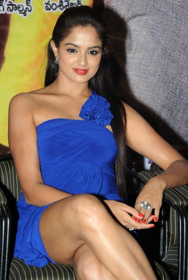 Asmita Sood_003_Aadu Magaadra Bujji_Platinum_Western Upskirt