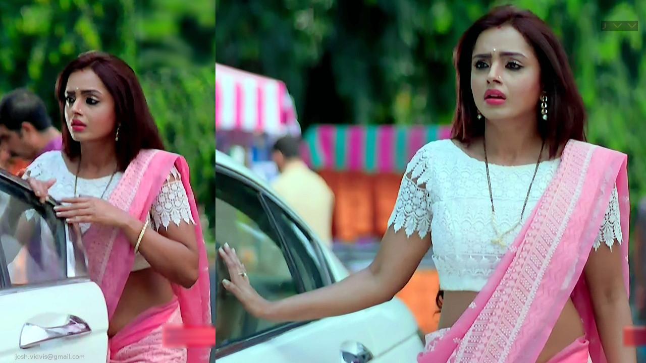 TV Serial Actress Parul Chauhan navel caps in saree