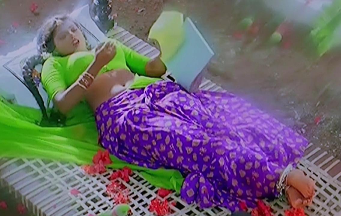 Ravali Telugu movie pelli sandadi hot navel in Half Saree hd caps
