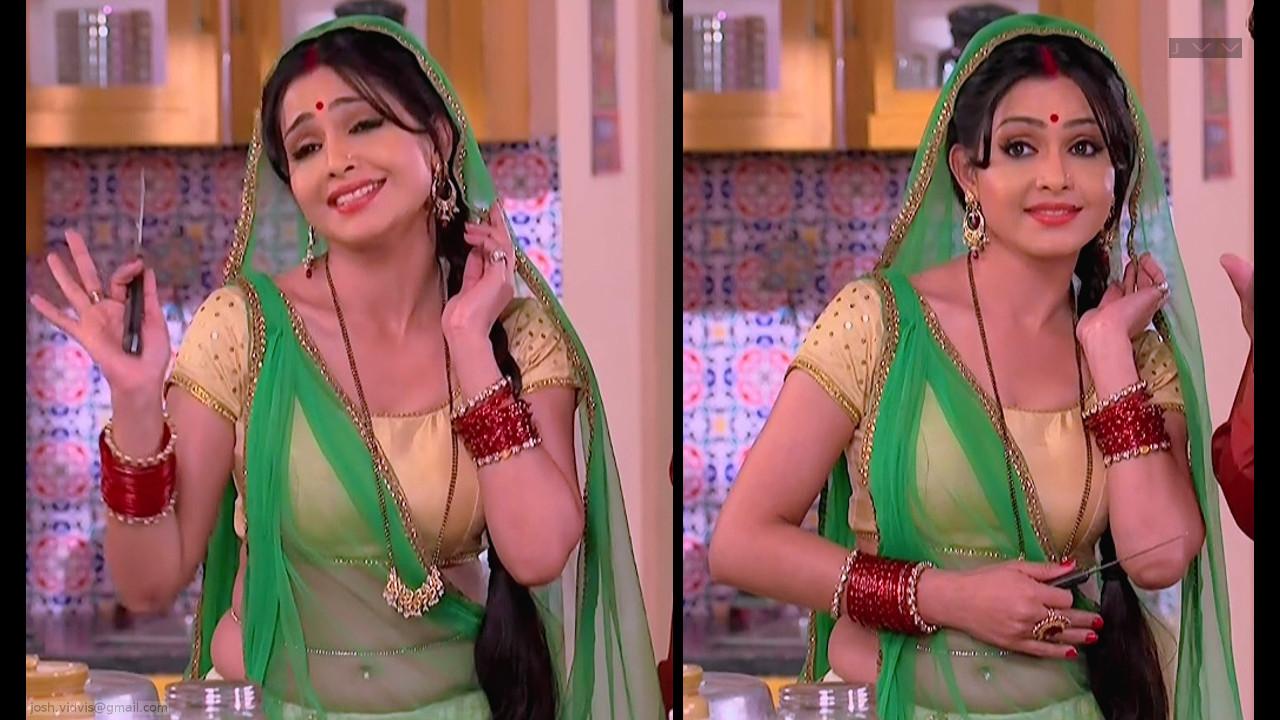 Hindi TV actress Shubhangi Atre Poorey Hot navel show in Saree