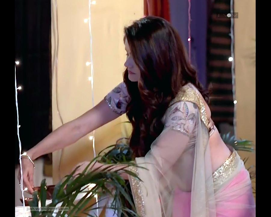 Rubina Dilaik_Desi TV celeb_04_Sari Pics