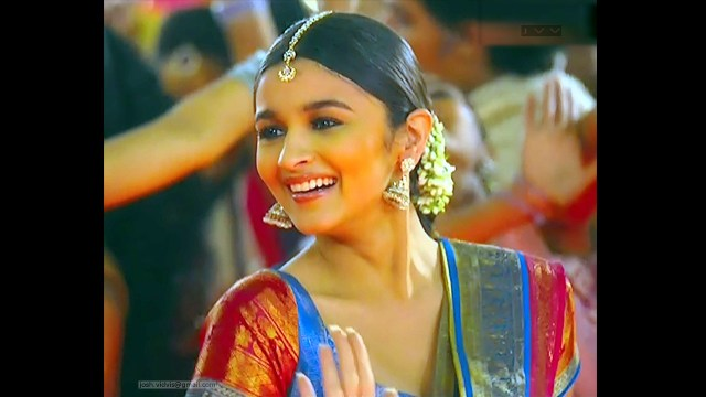 Alia Bhat_Bollywood Actress_07_Saree song Stills