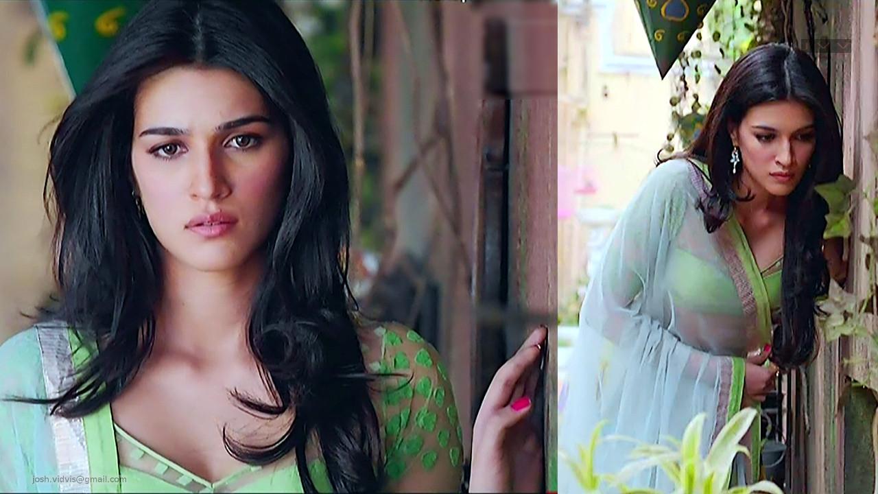 Kriti Sanon_Bollywood Actress_08_Lehenga choli hot cleavage show pics