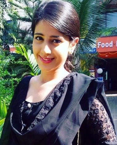 Simran PAreenja_TV Actress Hot Pics Gallery_07_Portrait
