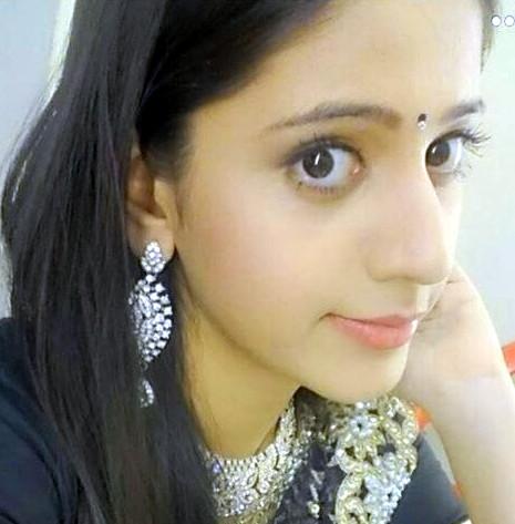 Simran PAreenja_TV Actress Hot Pics Gallery_09_Portrait