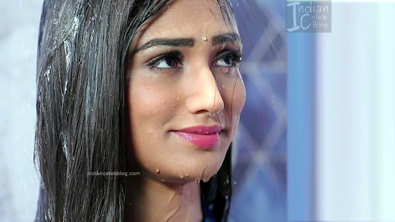 Donal Bisht_Hindi TV Actress EkDT S1_13_Hot navel show pics