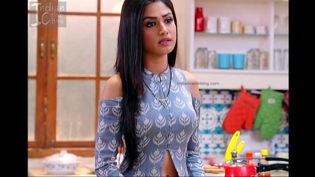 Donal Bisht_Hindi TV Actress EkDT S1_15_Hot navel show pics