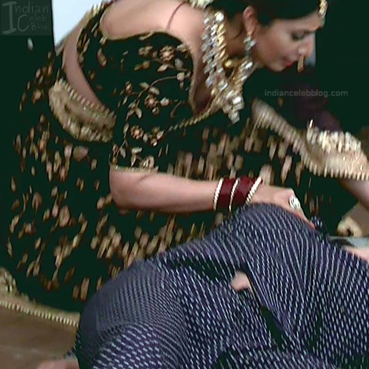 Divyanka Tripathi_Hindi TV Actress YehHM S2_12_Sari Photos
