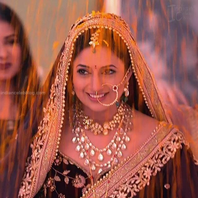 Divyanka Tripathi_Hindi TV Actress YehHM S2_6_Sari Photos