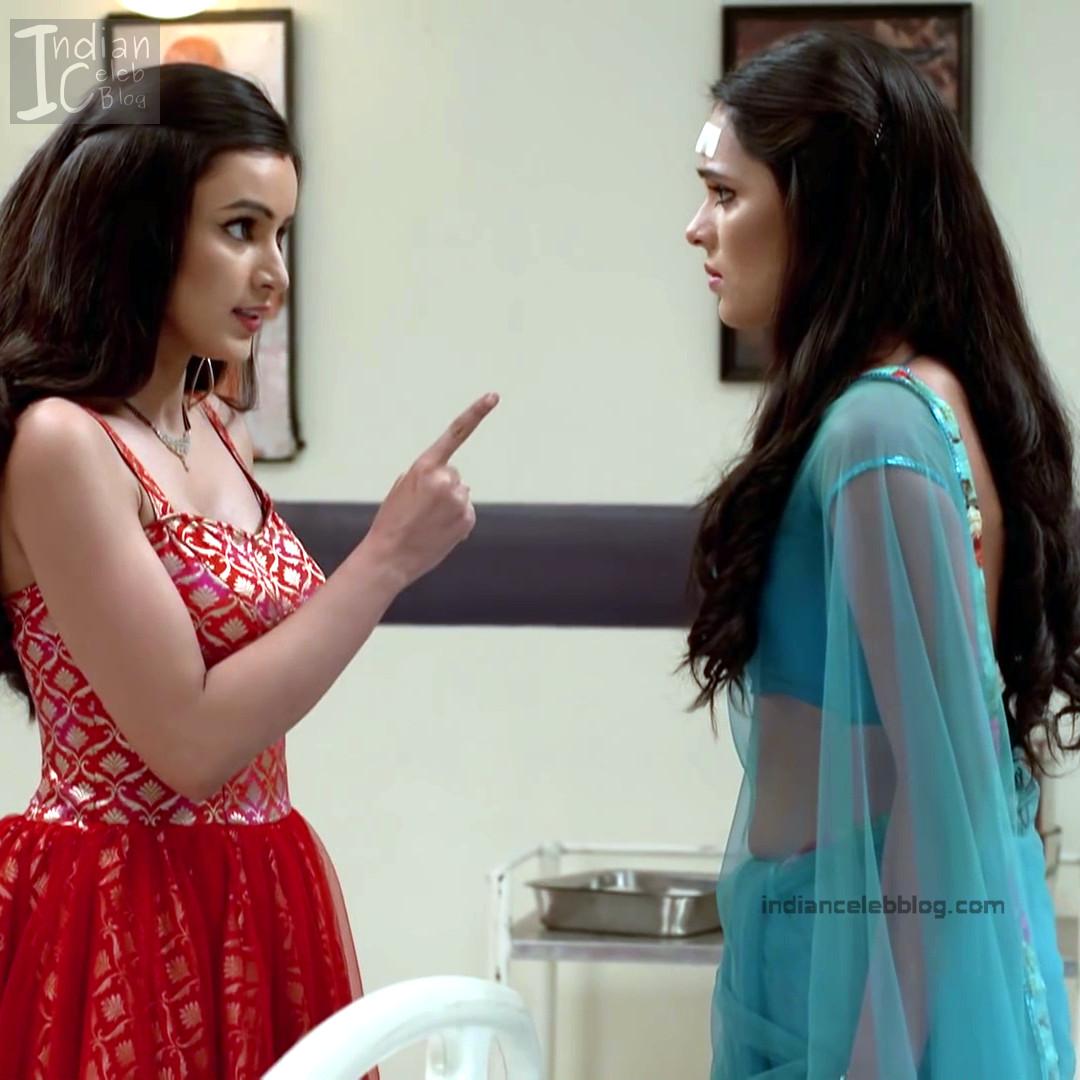 Sonal Vengurlekar Hot Tv Caps In Backless Blouse N Sari