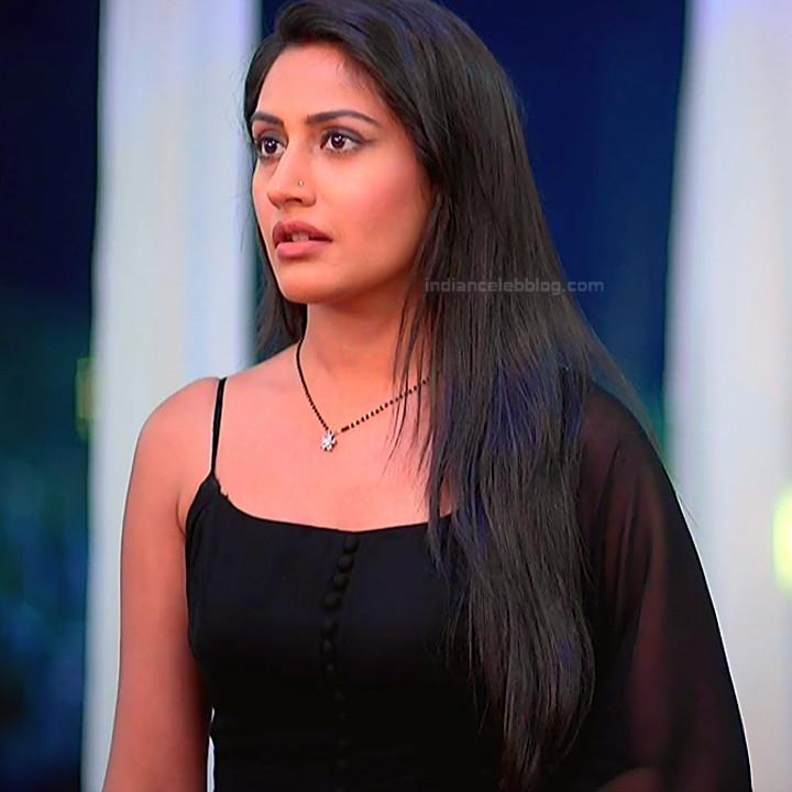 Surbhi Chandna_Hindi serial actress IB-S2_14_Hot navel pics