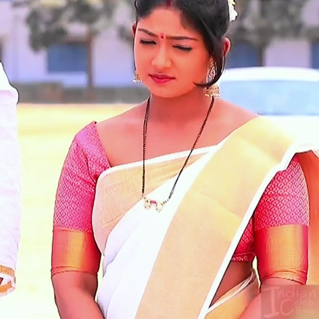 Bhoomi shetty kannada serial actress KinNS2 29 Hot saree photo