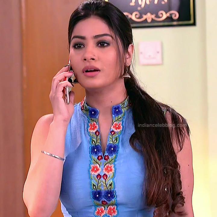 Krishna Mukherjee Hindi TV Actress YehHM S1 4 Hot saree photos