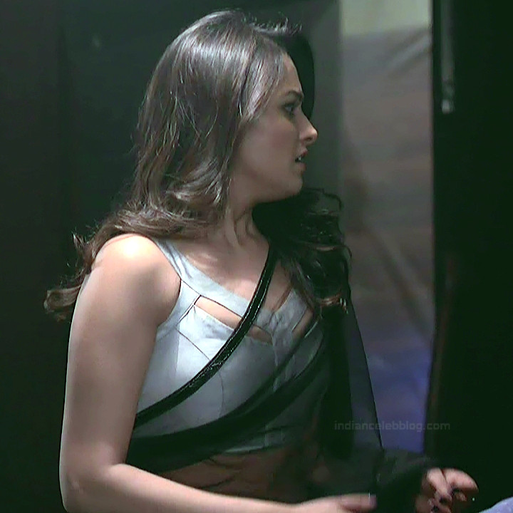 Anita Hassanandani Hindi TV actress YehHMS3 20 hot sleeveless sari pics