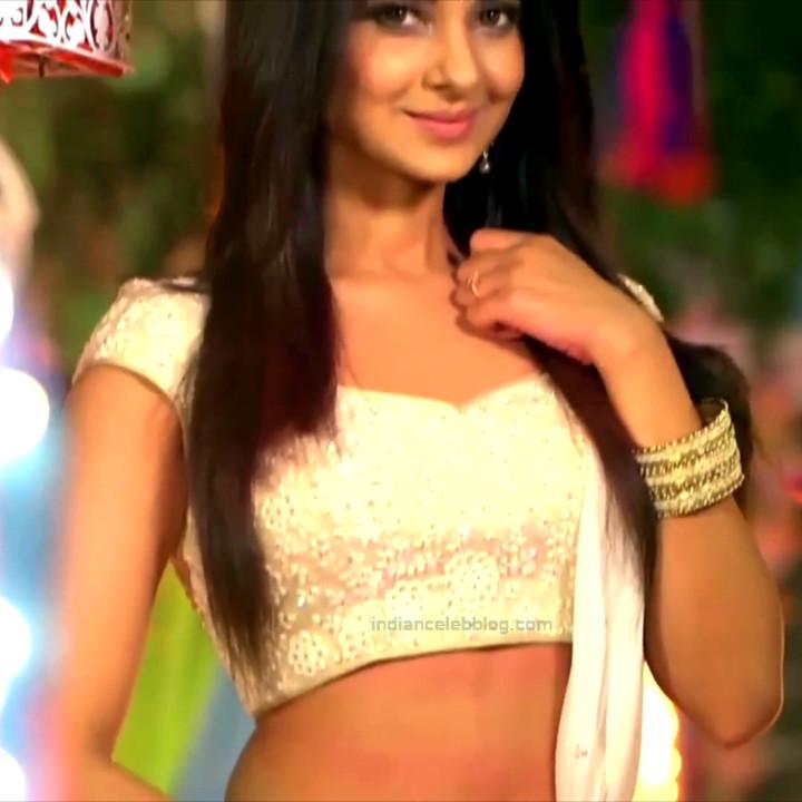 Jennifer Winget Hindi TV Actress YTDS1 5 Hot navel show pics