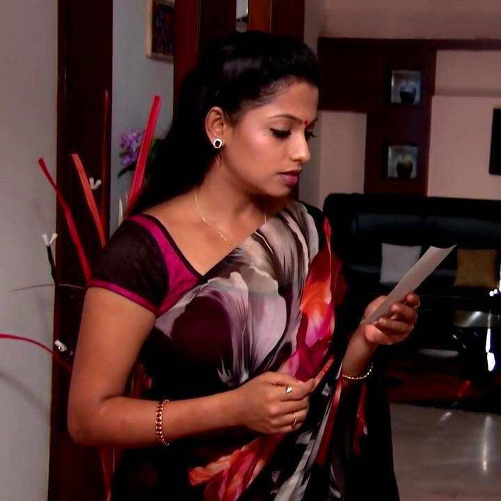 Navya Swamy Telugu TV Actress NaaPMS1 9 hot sari photos