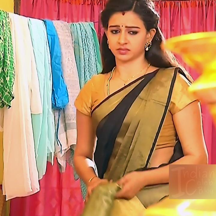 Divya Tamil serial actress Sumangali S311 hot saree photos
