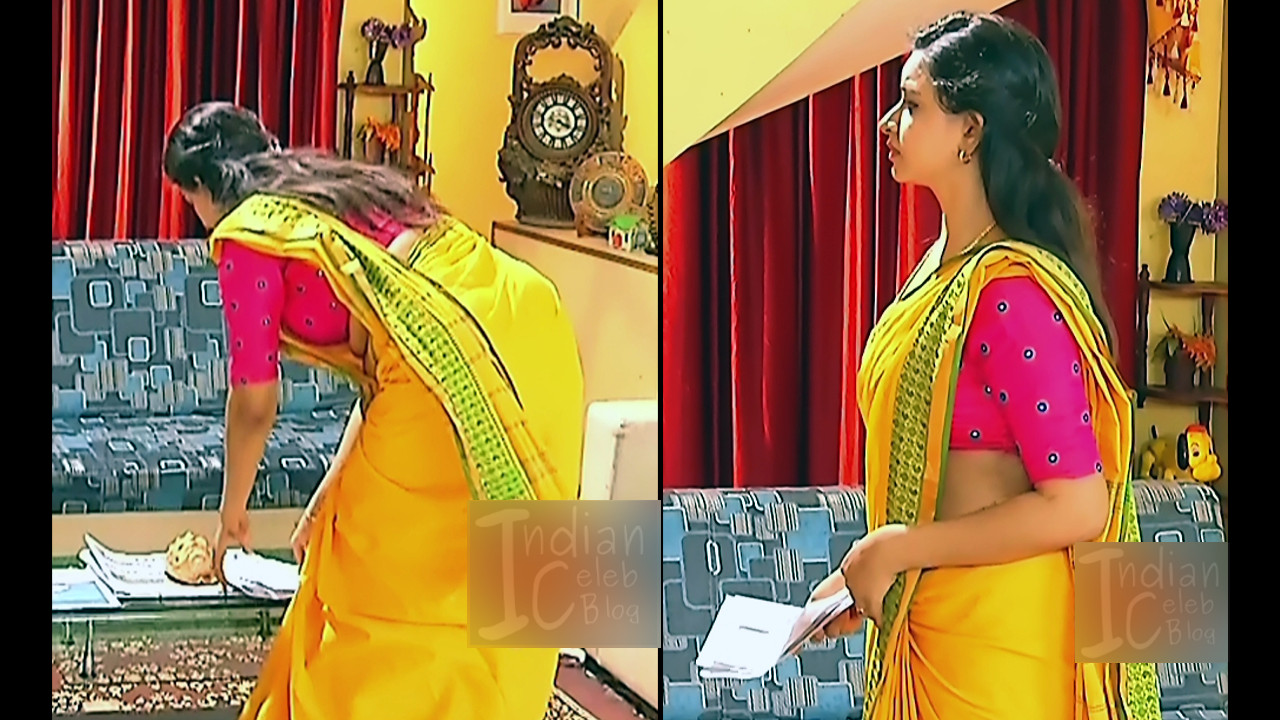 Divya Ganesh Navel Show In Saree, Hd Caps From Sumangali