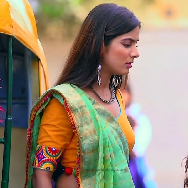 Nikki Sharma Hindi serial actress Roop MKNSS1 2 hot lehenga pics