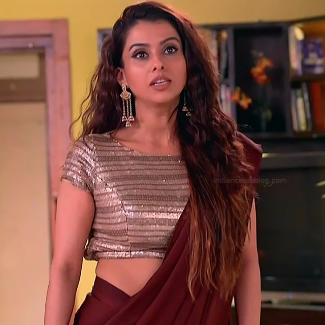 Pranitaa Pandit Hindi TV actress Kasam S1 2 hot saree pics