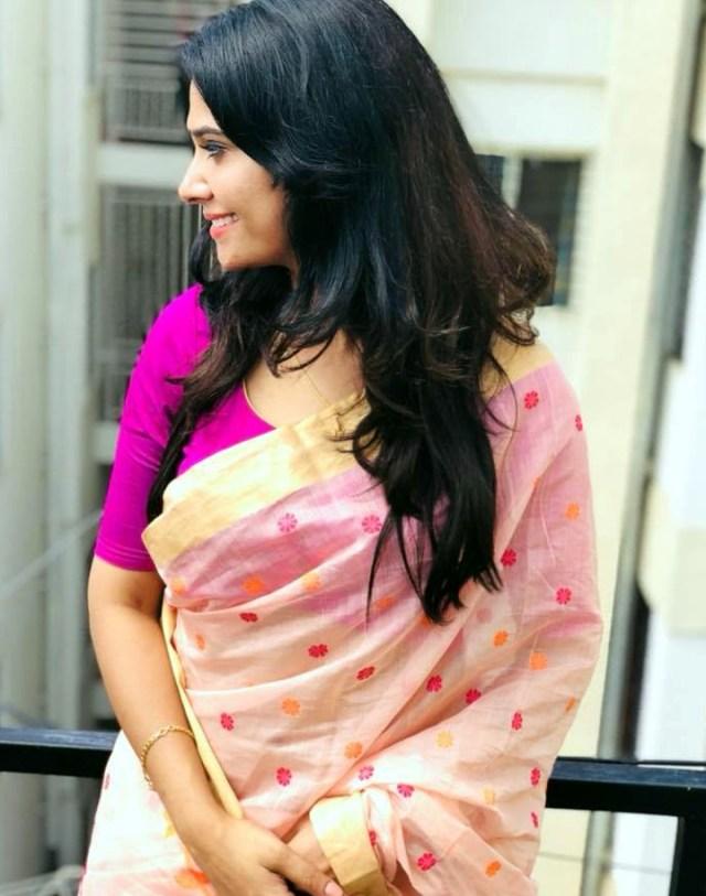 Kavya Gowda Kannada TV actress 3 hot saree pics