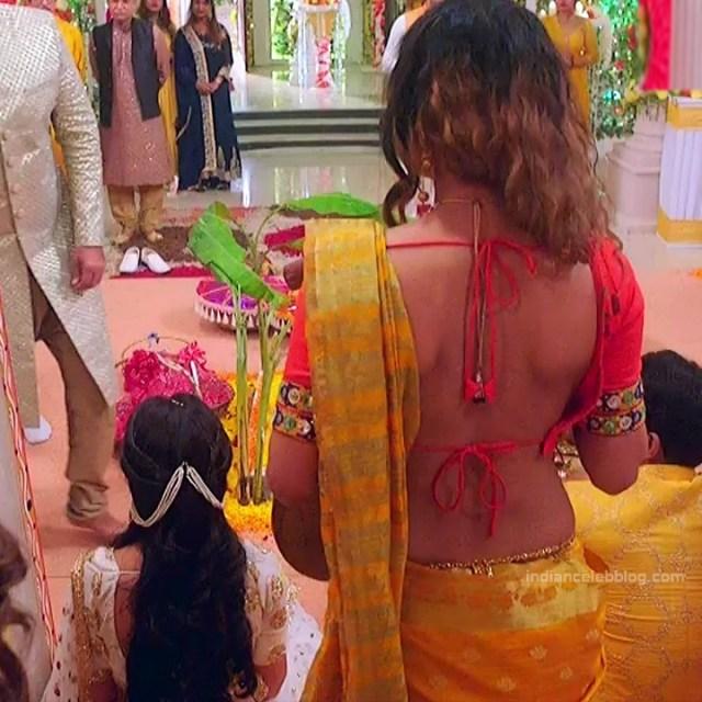 Pavitra punia hindi tv actress Naagin 3S1 2 hot backless saree photo