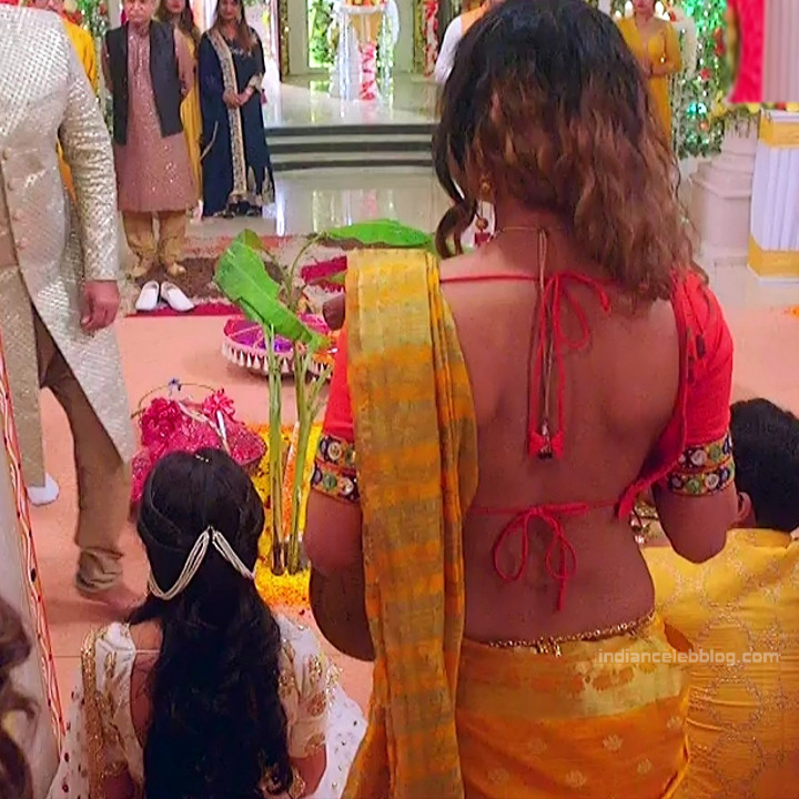 Pavitra punia hindi tv actress Naagin 3S1 2 hot backless saree photo