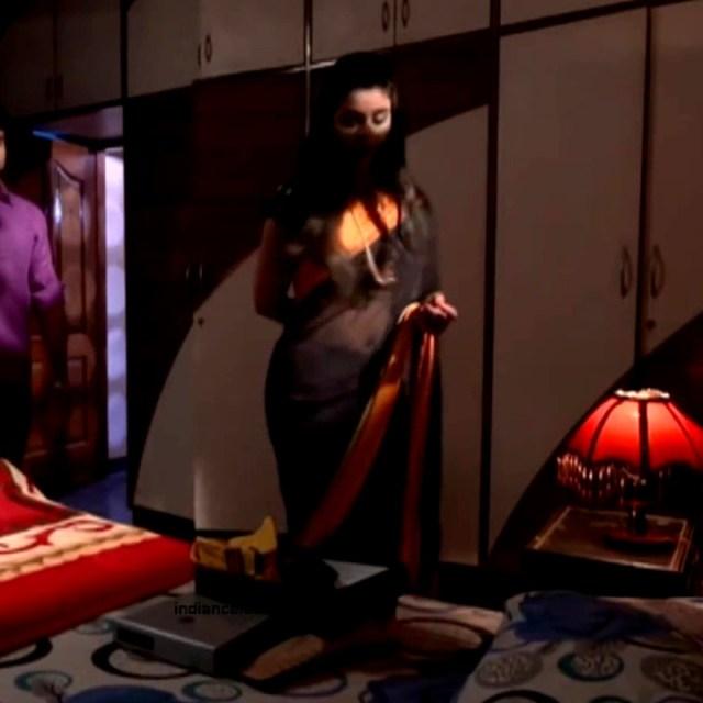 Chaitra reddy Tamil tv actress Yaarudi NMS1 17 hot saree caps