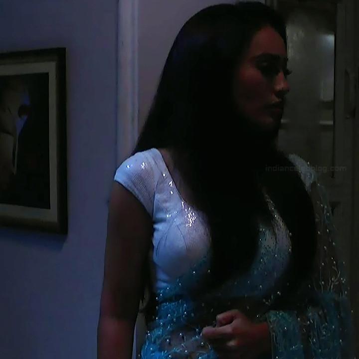 Surbhi jyoti hindi tv actress Naagin S3 14 hot saree photo