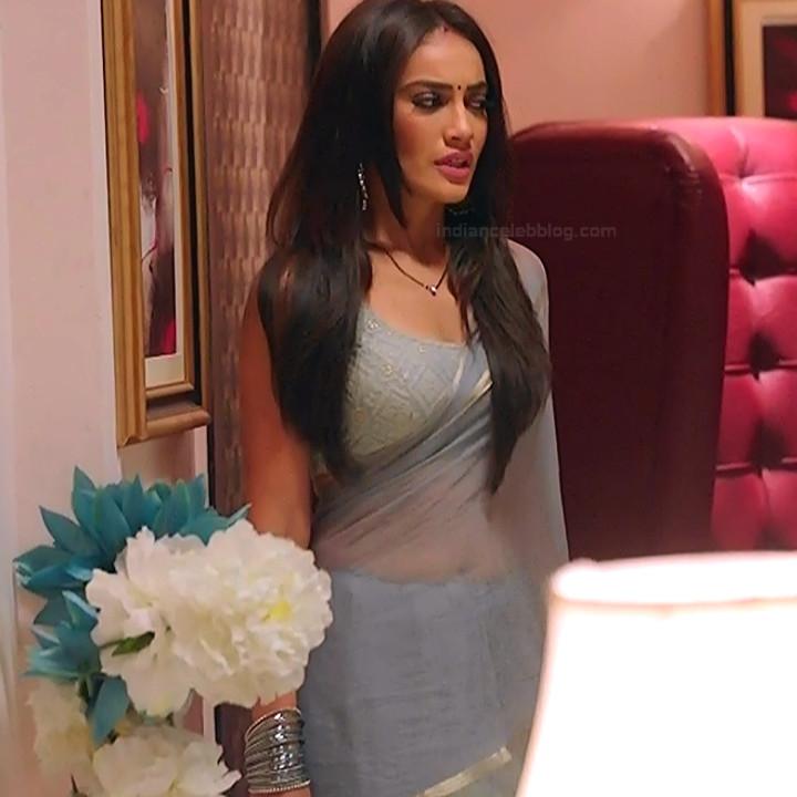 Surbhi jyoti hindi tv actress Naagin S3 2 hot saree photo