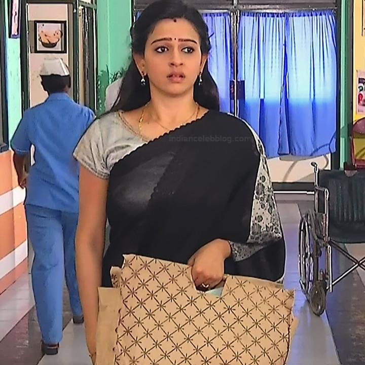 Divya ganesh tamil serial actress sumangali S4 4 saree photo