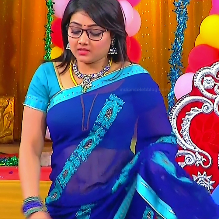 Priyanka nalkari tamil serial actress roja s1 6 hot saree photo