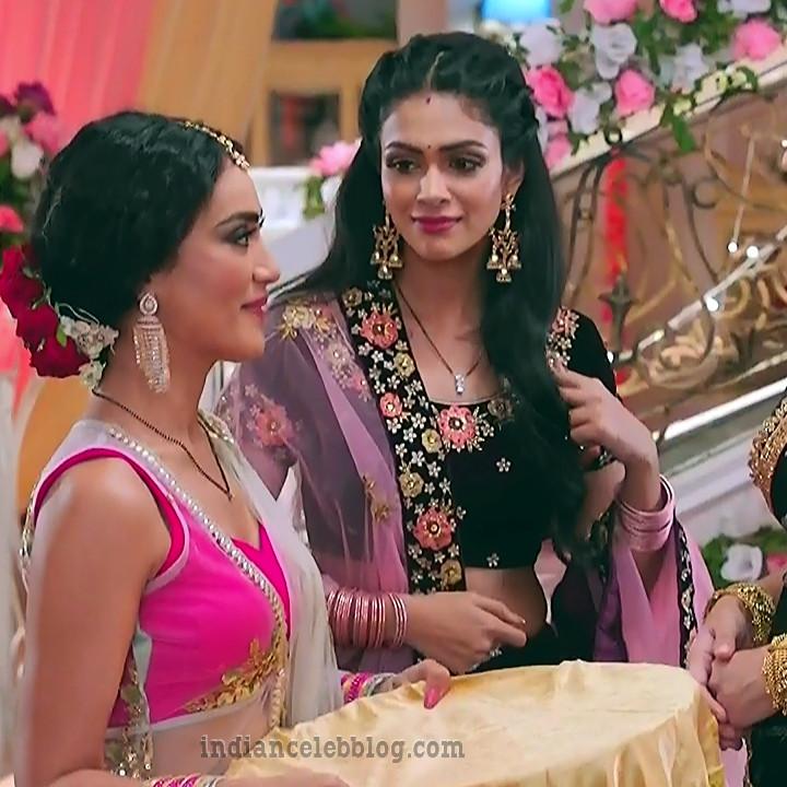 Charvi saraf hindi tv actress Naagin 3S1 1 hot lehenga caps