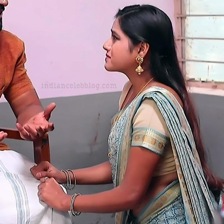 Deepika aradhya kannada TV actress Bili Hendthi S1 12 Sari pics