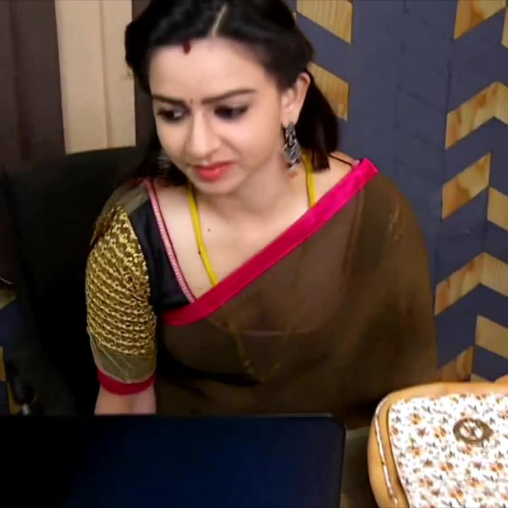 Divya ganesh tamil tv actress sumangali S5 13 saree caps